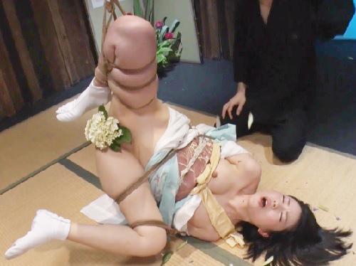 《人妻熟女x緊縛調教SM》「デカチンはめてぇ♡」スレンダー美乳おっぱいドMな華道家おばさんのマンコに生花したり鞭打ちw