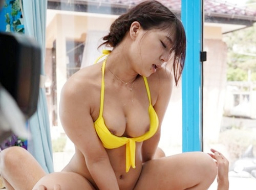 【素人ナンパ】「か、彼より気持ちぃぃ♡♡」海でゲットしたラブラブカップルの巨乳おっぱい彼女に泡マッサージしてNTR!