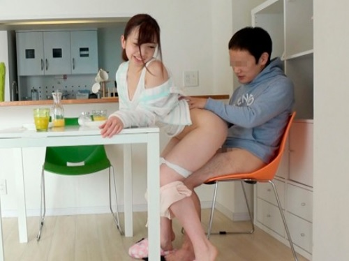 【デカ尻お姉さん】「また勃起しちゃった?♡」ブラコンのスレンダー巨乳おっぱい姉とご飯途中、入浴中、寝起きにセックス!