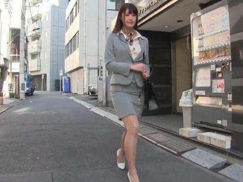 【痴女OL】「性欲処理してあげます…♡」スレンダー美乳おっぱいのヤリ手お姉さんが社内で性処理奉仕して精子ぶっかけられる!