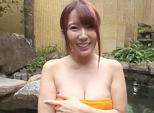 《痴女》「ねぇ♡えっちしよ?♡」チンポ好きで変態なスレンダー巨乳おっぱいお姉さんが温泉で男を誘ってハメ撮り・膣内射精!