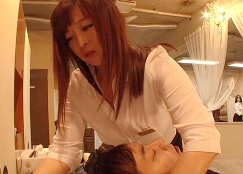 【ハーレムSEX美容室】「あら♡硬くなってる♡」ムチムチ巨乳おっぱいの美人美容師さんの膣内射精サービス!【KAORI】