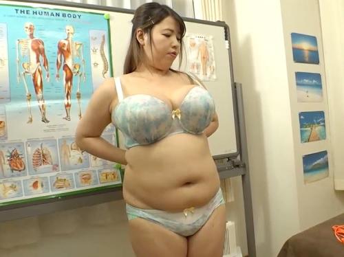 【Pカップ超乳】「そ、そこ良いですぅぅ♡」デカ乳輪の巨乳おっぱい、ダルダルの腹肉がヤバイお姉さんを癒やすマッサージ!!