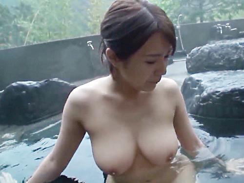 【不倫旅行】「凄い興奮します…♡♡」ムチムチ巨乳おっぱいの最高にエロい体の美人人妻と温泉宿で濃厚な膣内射精セックス!w