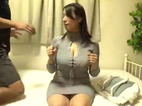 《素人お姉さん》「デカチンはめてほしぃ♡」ムチムチ超乳・巨乳おっぱいお姉さんをマッサージで発情させ巨根ハメ撮り&膣内射精