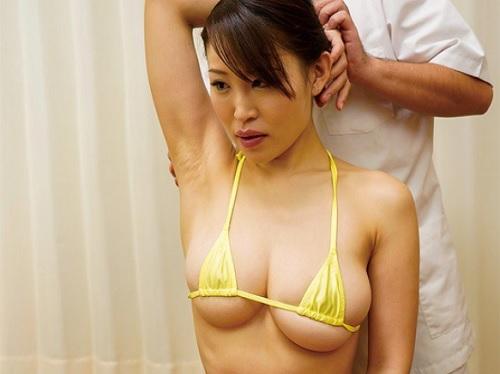 【マッサージ】「はい、気持ちぃです…♡」巨乳おっぱいで肩こりに悩む美女にエロ治療!wスレンダーくびれ神乳が抜けすぎるw