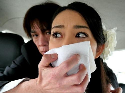 【NTRレ●プ】「え、なに!?…」スレンダー美乳おっぱいの美人映画女優が、制作会社社員に誘拐され、無理やり辱められる!