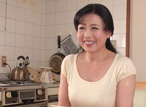 《五十路・人妻熟女》「ちんぽギンギンね♡♡」ムチムチ巨乳おっぱいの隣のおばさんが夫婦喧嘩で家出してきて…♡|三浦恵理子