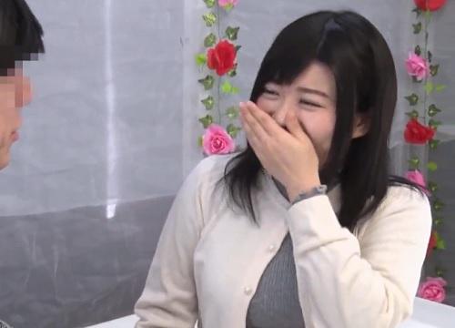 【三十路・人妻熟女】「やぁ♡どうしよ…♡」ムチムチ巨乳おっぱいの地味・恵体おばさんが男友達とキスからの不倫SEXに突入w