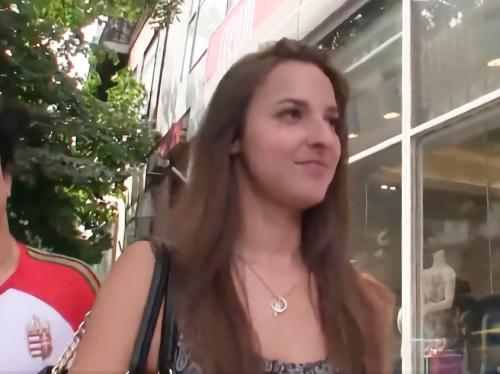 【素人ナンパ】20歳の褐色肌・美脚でスレンダー美乳おっぱいすんごい美女w「Oh♡FUCK♡」綺麗なパイパン外国人とSEX