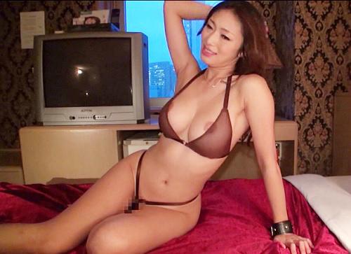 【三十路・美魔女】「抱いて・・・♡♡」スレンダー巨乳おっぱいと淫語セックスがヤバイ痴女お姉さんとハメ撮りのエロ動画!!