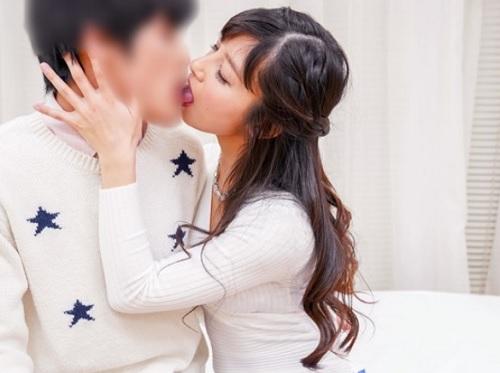 【三十路熟女x筆おろし】「気持ちよくしてあげる♡」タイトスカート・美乳おっぱいの美人おばさんがネットリ優しく童貞を切る!