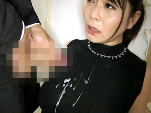 【人妻女教師】「いやっ!かけないでっ!!」ムチムチボディにGカップ巨乳おっぱいの先生が校舎裏・電車・教室でぶっかけ姦ww