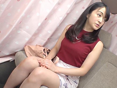 熟女ナンパ「ゴム…してくださいね…♡♡」美人でエロいスレンダー美乳おっぱいなセレブな素人人妻が乱れまくりの種付けエッチw
