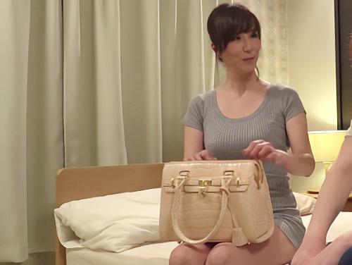 【熟女デルヘル】「だ、ダメなのにっ♡アンアン♡」スレンダー美乳おっぱい美魔女おばさんオイル素股からの膣内射精|澤村レイコ