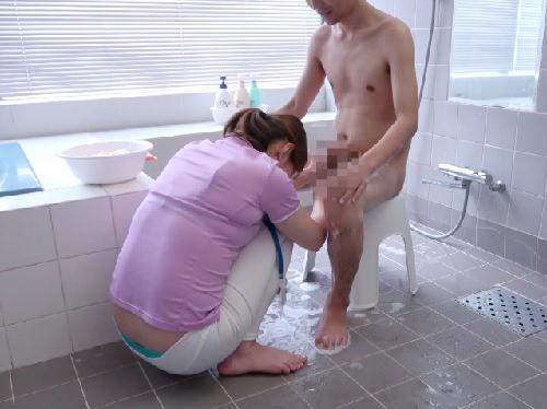 【介護おばさん】「えぇ♡こ、これは…♡」ムチムチ巨乳おっぱいの人妻熟女が入浴介護中の勃起チンポに発情し、挿入を許すwww