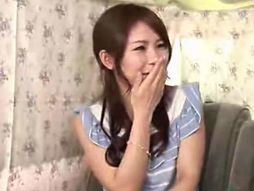 人妻ナンパ「困りますぅ♡」関西出身のスレンダー巨乳おっぱいで可愛い声の素人美魔女おばさんとカーセックスして膣内射精w