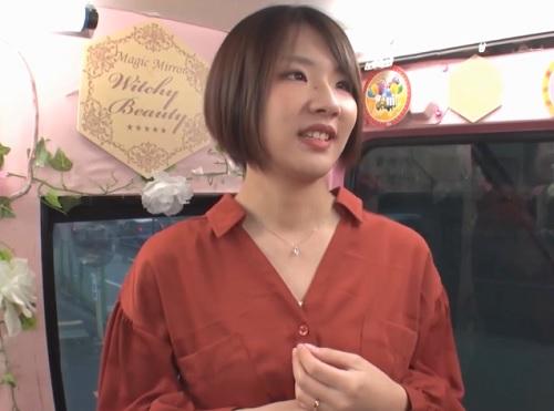 【三十路・人妻熟女】「もぉ♡ダメよ…♡」ムチムチ美乳おっぱいのショートヘアおばさんが本気のオナニーからの本気交尾しちゃう